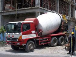 truk-mixer-jayamix-cor-gedung