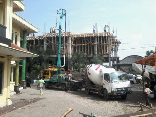 Sewa Concrete Pump Long Boom Di Curugkembar Kabupaten Sukabumi